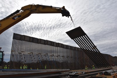 Construction on border wall